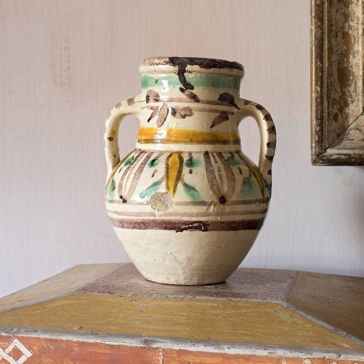 """170 likerklikk, 4 kommentarer – Charleston (@charlestontrust) på Instagram: """"Pot perfection. This is one of a pair of baluster shaped two-handled vases, probably brought back…"""""""