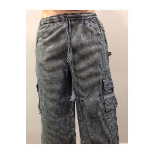 Pantalón hippie a rayas largo de algodón 100% natural hecho en Nepal. LLeva cuatro bolsillos. Pantalón hippie de rayas de hombre o unisex en tonos negro y gris.