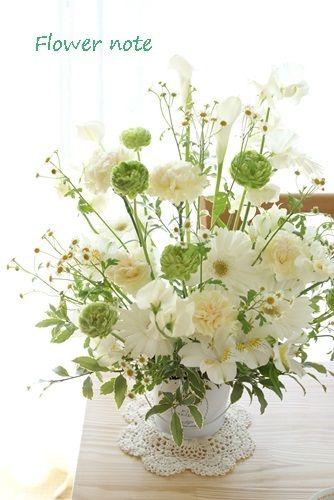 『【今日の贈花】ホワイト×グリーンを重ねる』 http://ameblo.jp/flower-note/entry-11520835371.html