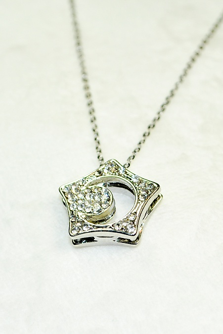 "kissing star necklace from ""boys over flowers"". want want want"
