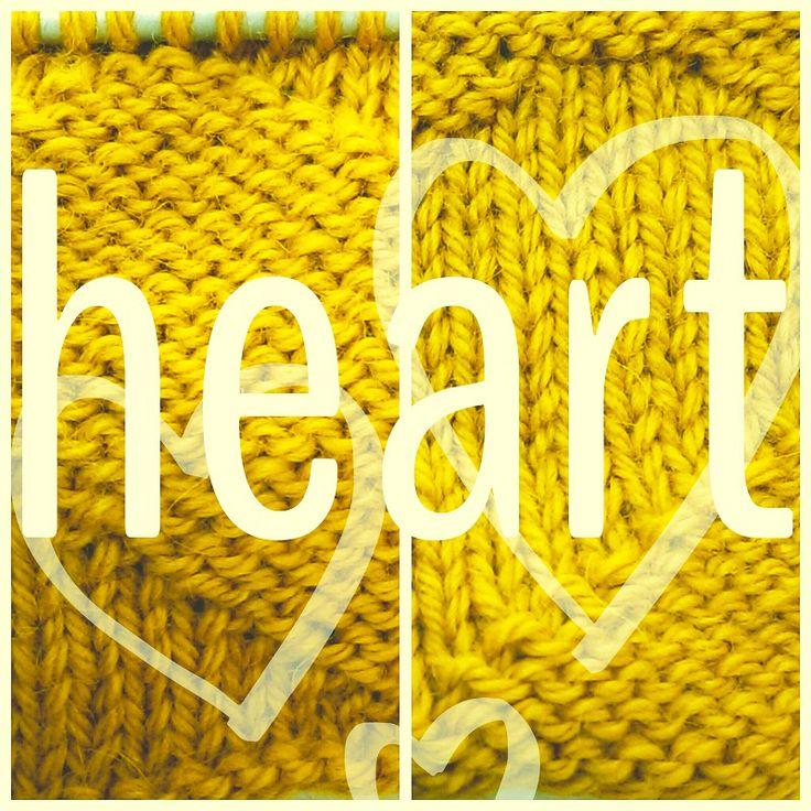 Todos los patrones se pueden tejer siguiendo un dibujo o diagrama: aquí tienes el tutorial del punto de corazones reversible, para…