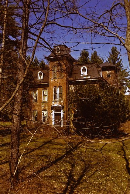 Centerville, Pennsylvania. This picture was taken shortly after the house was abandoned in 2003. Since then it has deteriorated badly.