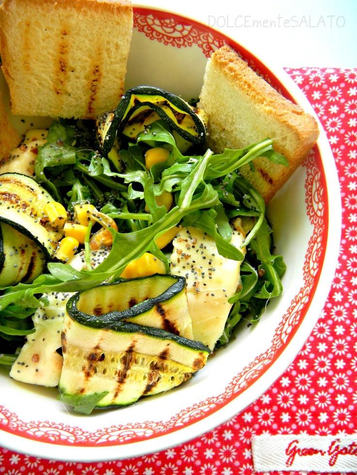 Insalata di rucola con scamorza e zucchine