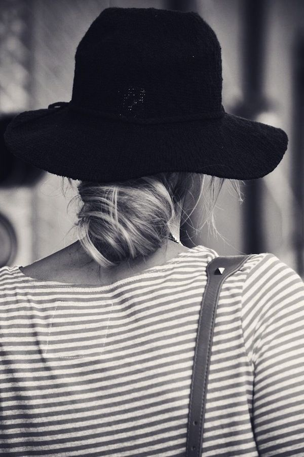 ツバ広帽にはエレガントなシニヨンヘアアレンジ♬帽子に合うヘアアレンジ☆