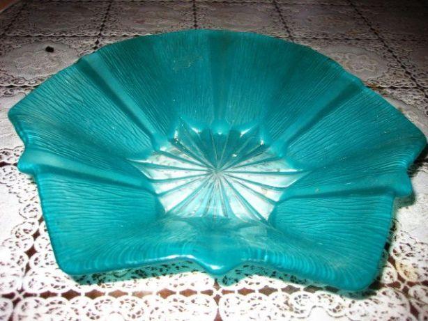 60 lei: Fructiera veche Stea stil Art Deco sticla groasa. Marimi-27_23 cm.   ATENTIE: RUGAM CITITI VA ROG INTREGUL ANUNT CU ATENTIE.  TRANSPORT Posta Romana 15 lei. FanCourier rapid 30 lei pentru localita...