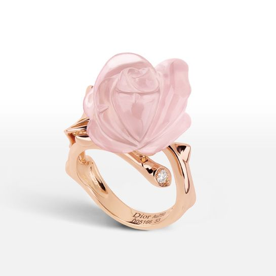 La bague Rose Dior Pré Catelan en version jour http://www.vogue.fr/joaillerie/shopping/diaporama/bijoux-day-night-version-jour-et-soir/17398/image/929847#!la-bague-rose-dior-pre-catelan-en-quartz-rose