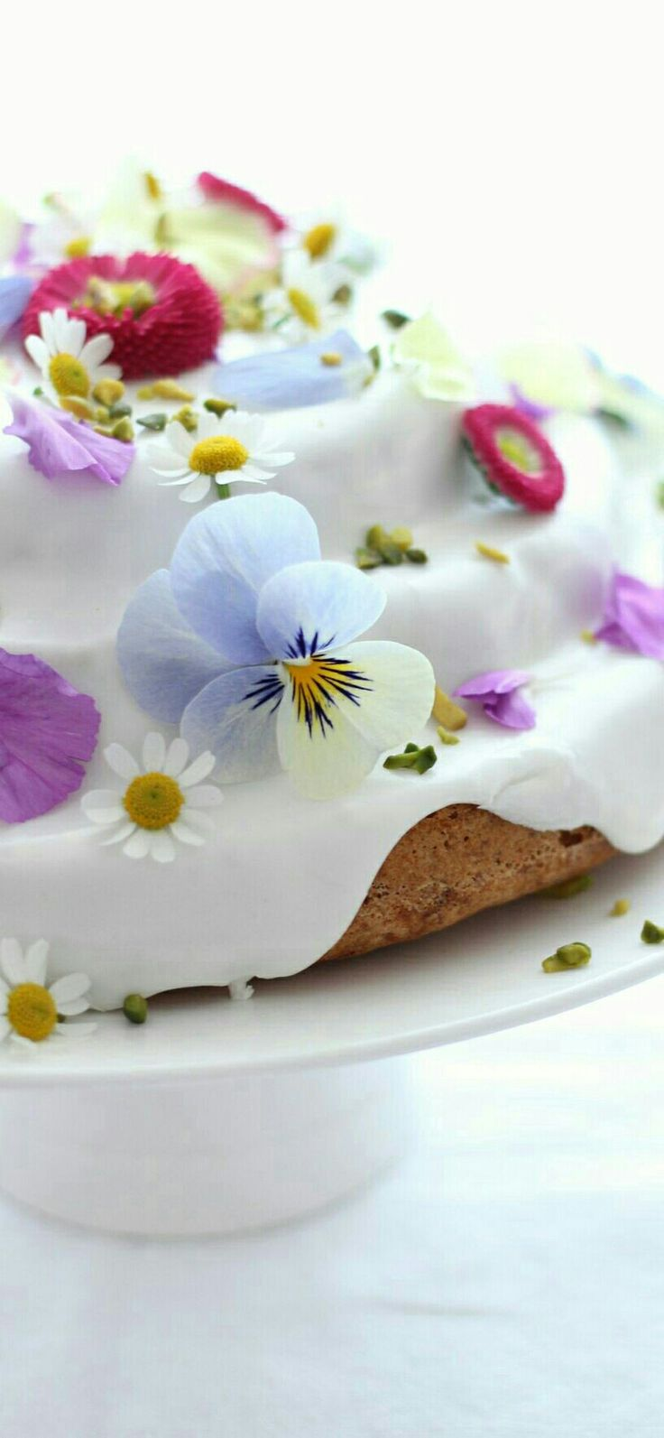 wedding cake pink edible flowers 1000 ideas about edible flowers cake on 23466