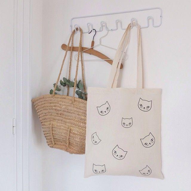 Instagram media by byaudreyjeanne - Nouveau tote bag ~ Lien de la boutique dans le profil. #audreyjeanne #totebag