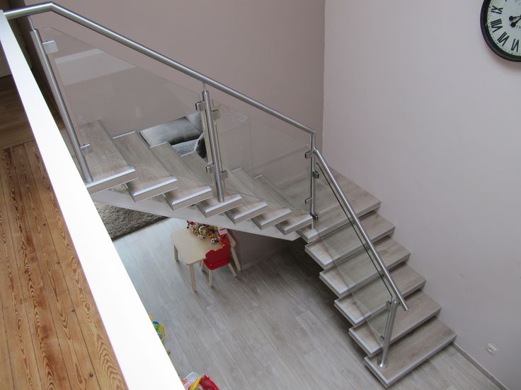 Balustrade glazen hekje schuin langs trap #Lumigrip