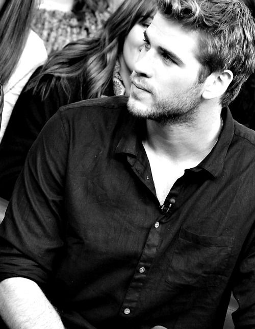 Hellllllloooooo Liam Hemsworth. There's no doubt why he's made my top ten hottest celebrity list.