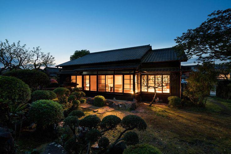 宮崎県南部日南市の飫肥地区にある元武家屋敷をKiraku Japanがリノベーションし高級宿「季楽 飫肥(きらく おび)」にしました。枯山水や庭園、土間や囲炉裏、日本家屋のよさを感じることができる宿ですよ。