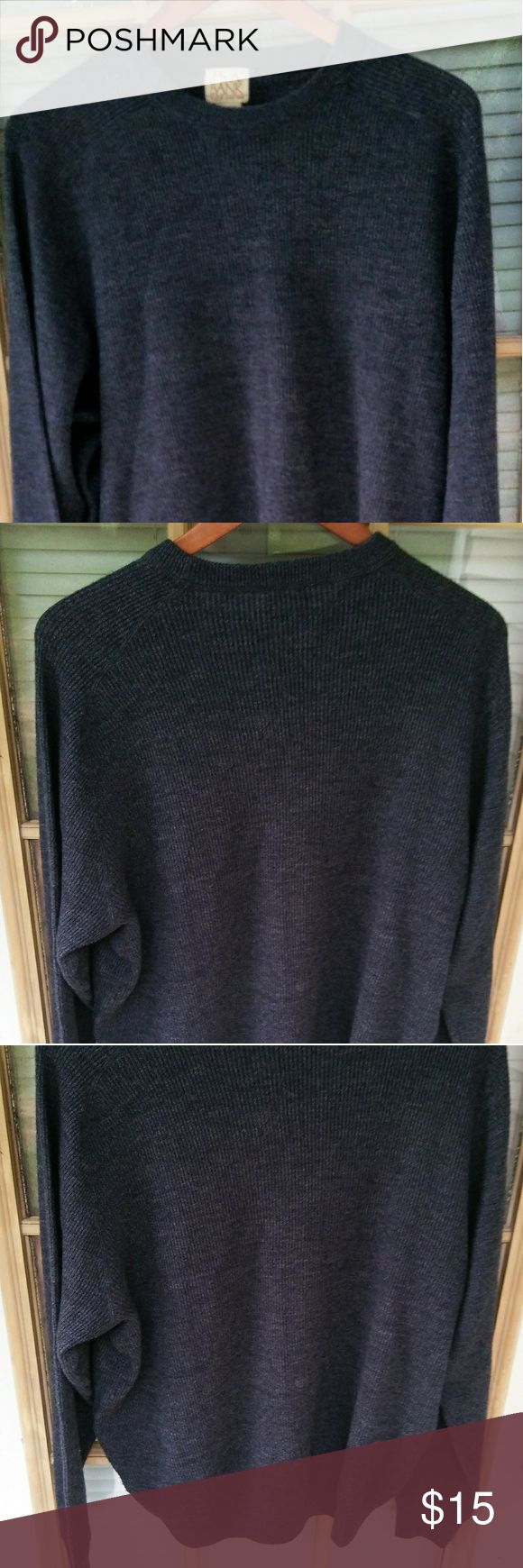 "JOS A BANK MENS CREWNECK SWEATER GRAY WOOL XL JOS A BANK MENS CREWNECK SWEATER GRAY WOOL BLEND XL  Very nice, like new! Meaures: pit to pit 25"", sleeve 26"", length 27.5"". Joseph A Banks Sweaters Crewneck"