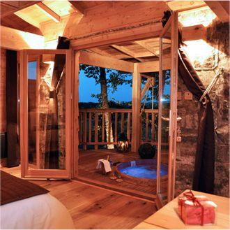 Cabane et Spa Marmande - Spa et Sauna privatif sur la terrasse de la cabane avec vue panoramique