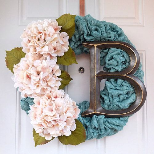 Take a break from traditional brown burlap wreath with these colorful wreath variations tutorial.