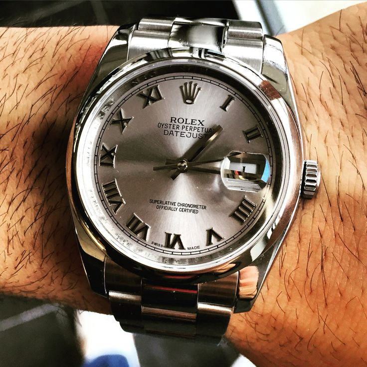 Pre-owned rolex datejust in stainless steel with grey dial. Stunning timepiece