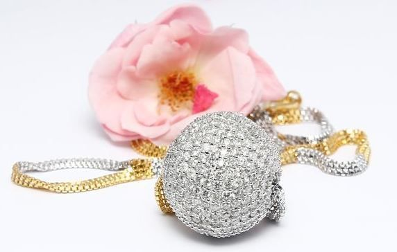 """Catawiki online auction house: IGI Certified Gold diamond ball pendant necklace in solid 14 kt white hallmarked gold with yellow gold chain and """"S"""" lock"""