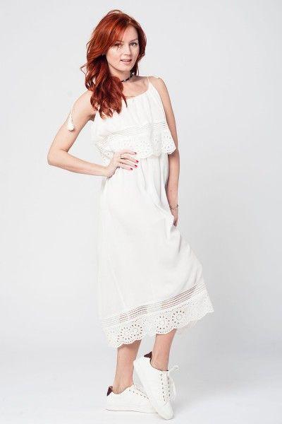 Witte jurk kant  Witte jurk kant Prachtige midi half lange jurk met prachtige kant.Dubbel gelaagde gevoerde jurk met schouder bandjes.Een heerlijke zomerse Ibiza Hippie Bohemien Festival Style jurk die uniek en bijzonder is! Draag er een gymp onder of een heerlijk zomers slippertje. Succes gegarandeerd!