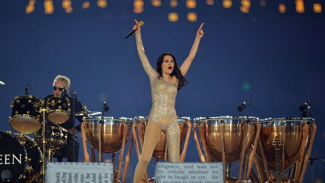 Jessie J and Roger Taylor rock the Olympic Stadium  Jessie J joins Roger Taylor for the classic Queen anthem, We Will Rock You, at the Closing Ceremony of the London 2012 Olympic Games.
