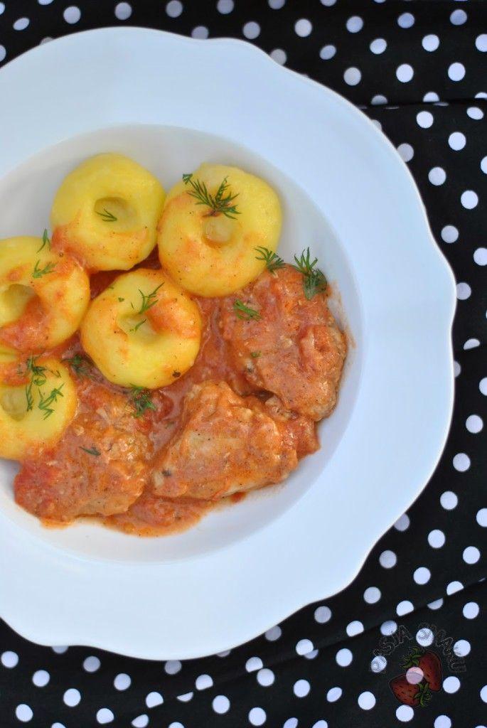 Pierś z kurczaka w sosie pomidorowym - Pasja Smaku
