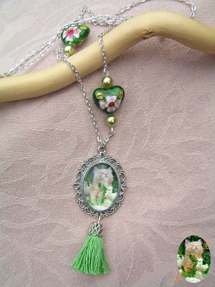 Cameo persian kitten necklace in silver base, compleated with some perfect, green cloisonne beads.