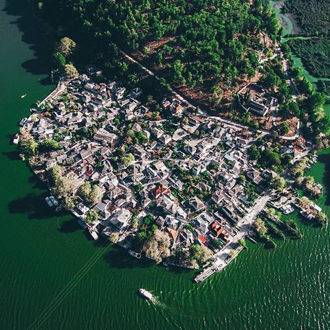OANNINA island on the lake Pamvotis, Ioannina City (Το νησί των Ιωανννίνων), EPIRUS - GREECE ⠀ by @george_bozouris .