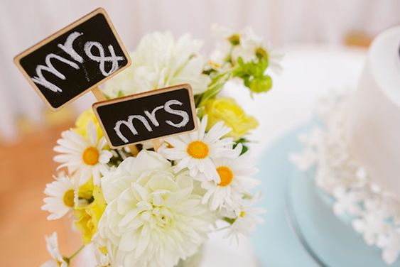 daisies and wedding signs. A Bright and Cheery Wedding by Daniel K Cheung Photography