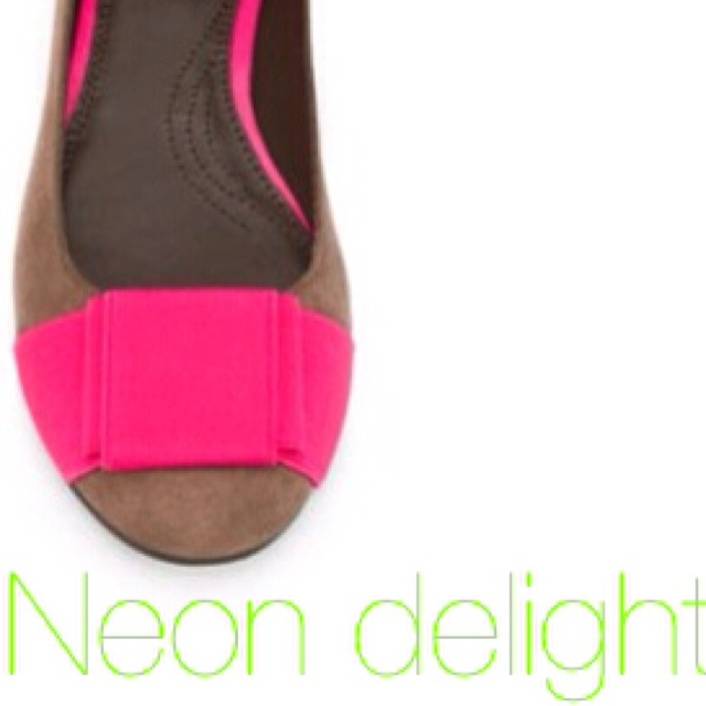 Just bought these neon pink bow ballet flats for someone special in Moscow.   Shops Addict, Addict Crack, Bows Ballet, Pink Bows, Ballet Flats, Neon Pink