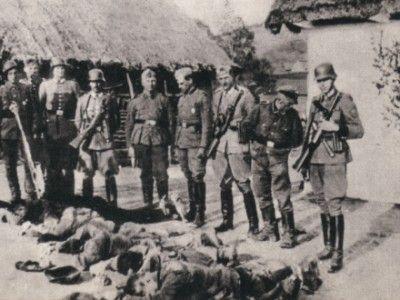 ΔΙΣΤΟΜΟ-Οι άνανδροι βγάζουν φωτογραφίες πάνω από τους άοπλους που εκτέλεσαν!