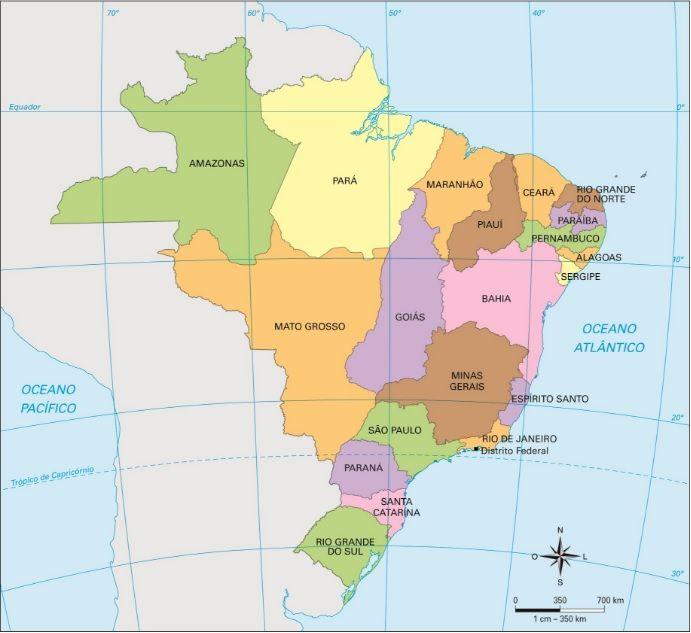 Em 1889, com a Proclamação da República no Brasil, grandes mudanças ocorreram. A divisão do país em províncias foi substituída pela divisão em estados, em que cada estado teria a sua própria constituição, passando a ser administrado por governadores. O primeiro governador de Santa Catarina foi o tenente Lauro Severiano Müller, da cidade de Itajaí.