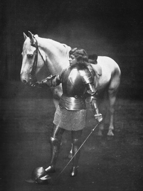 """Maude Adams in the role of Joan of Arc in Friedrich Schiller's """"Die Jungfrau von Orleans"""" (""""The Maid of Orleans""""), in which she performed at Harvard University Stadium on June 22, 1909."""