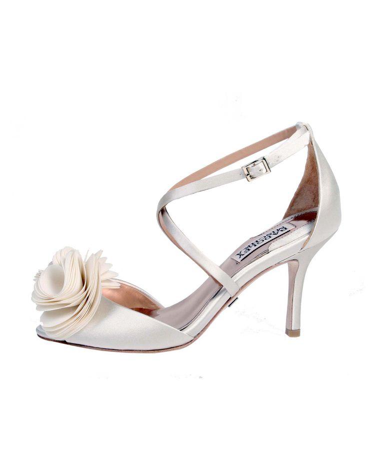 Wedding day inspiration from Kleinfeld Canada: Badgley Mischka shoes, Gaby Ivory