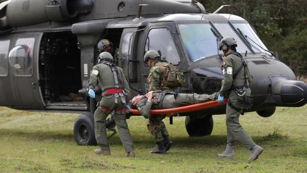Tripulaciones de Angel de los Andes se preparan en Guatape con #CACOM5 de @FuerzaAereaCol para ejercicio en Agosto   Ejercicio de recuperación Ángel de Los Andes 2015. - América Militar  Fuente Fuerza Aérea Colombiana