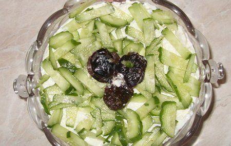 Рецепт салата с курицей и черносливом, как приготовить