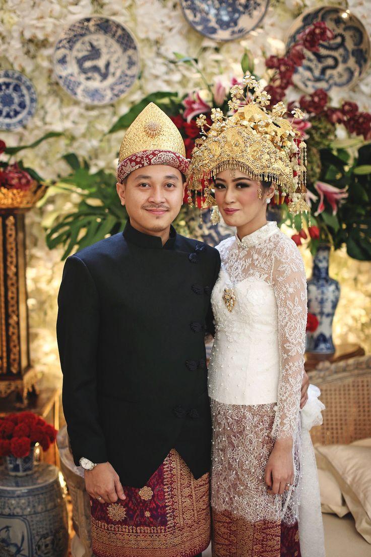 Teuku Umar Mansion adalah pilihan yang cocok bagi kamu yang menginginkan pernikahan dengan konsep elegan, seperti Yana dan Thezar. Simak kisah mereka yuk!