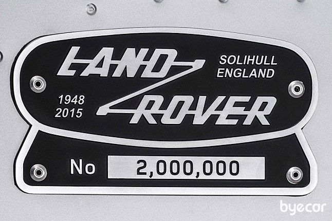 랜드로버 디펜더 2백만번째 디펜더는 과연 누구?
