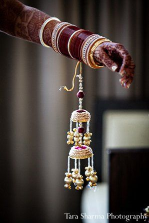 indian wedding bride getting ready kalira http://maharaniweddings.com/gallery/photo/10978