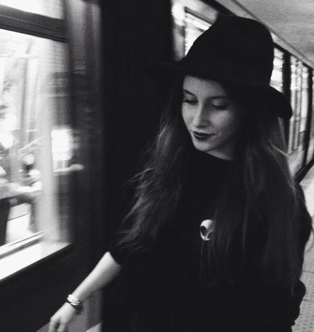 Noir, instagram Brandy Melville Europe.