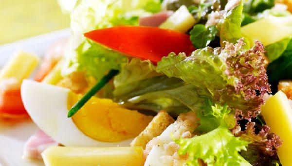 Диетический салат из кролика и сельдерея