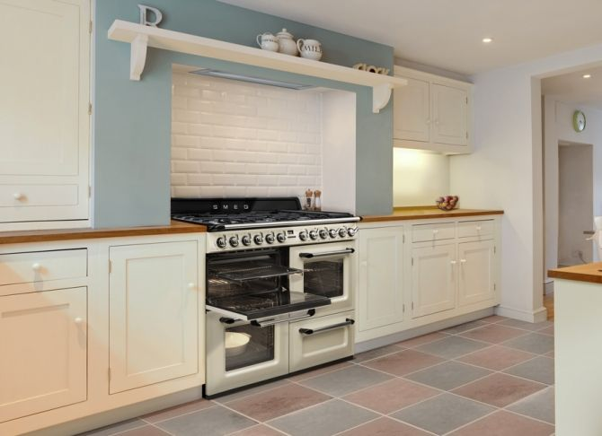 Smeg introduces the new Victoria, the latest in a long line of traditional cookers produced by Smeg since 1948.