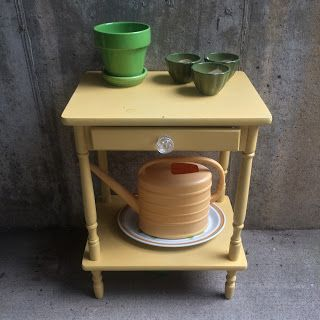 Convivial Crafter: spray paint table makeover