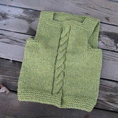 This vest is knit using worsted or aran weight wool double stranded. You could also use a bulky weight wool if it has no more than 90 to 100m per 100g. This makes a very warm vest for children who live in cold climates.