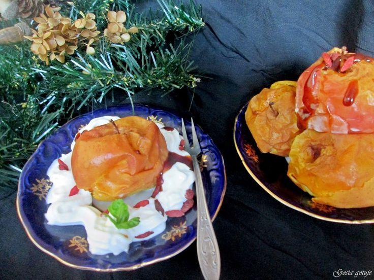 Gosia gotuje: Pieczone jabłka z karmelem i bitą śmietaną