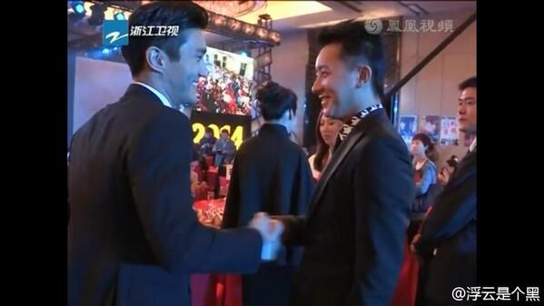 How beautiful this moment after 5 years ?? Siwon Hangeng >