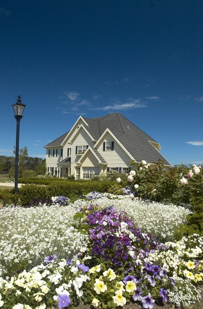 A beautiful place to be married is at Summerfields in Bittern on the Mornington Peninsula VIC