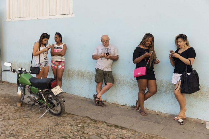 Martin Parr Cuba Online. Trinidad, Cuba. 2017. © Martin Parr | Magnum Photos