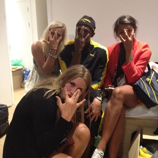 Usain Bolt celebrated gold with 3 members of the Swedish Handball team!  Daily Olympic Update: 6 Aug 2012 (with images) · tweetsportcouk · Storify