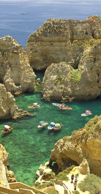 Ponte De Piedade in Portugal - Deze pin pinnen we om jou te inspireren voor je vakantie!