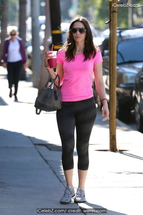 Whitney Cummings carrying a pink fruit smoothie when arriving for a workout at the Rise Movement Gym http://icelebz.com/events/whitney_cummings_carrying_a_pink_fruit_smoothie_when_arriving_for_a_workout_at_the_rise_movement_gym/photo1.html