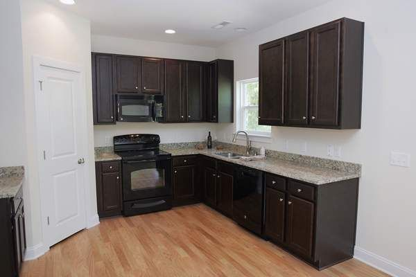 1000 images about kitchens with black appliances on for Black cabinets with black appliances