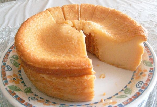 A Receita de Bolo Mole de Leite Condensado (Bolo Baeta) é deliciosa e fácil de fazer. Típica do Nordeste, a receita de bolo baeta tem de tudo para conquist